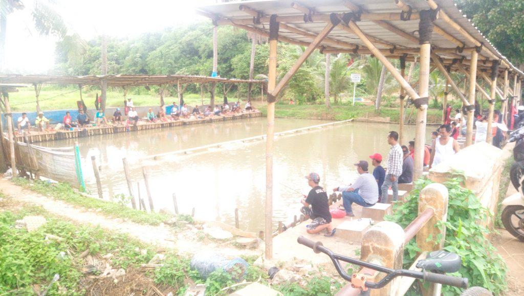 Memancing Ikan di Waktu Libur