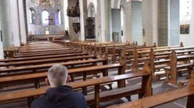 suasana dalam gereja